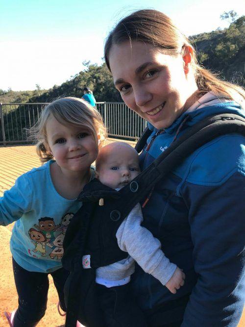 Conny Douglas (33) mit Tochter Hayley (drei) und Sohn Liam (sechs Monate).