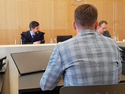 Das Gericht verfügte eine Geldbuße von 300 Euro über den emotionalen Angeklagten. eckert