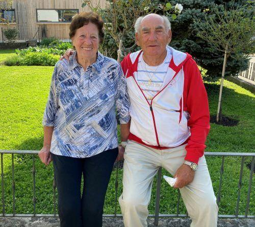 Das Jubelpaar genießt den Ruhestand gerne in seinem Garten. kl