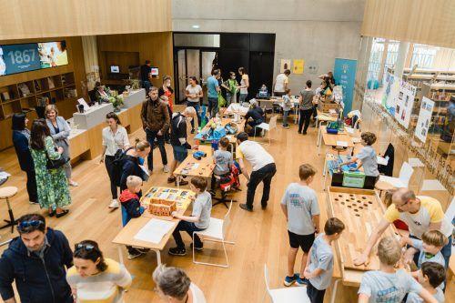 "Das ""Kids Maker Weekend"" lockte viele junge Technikbegeisterte in die Stadtbibliothek.Stadt"