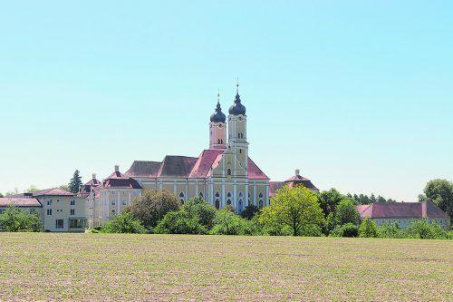 Das Kloster Roggenburg mit seinen barock angelegten Außenanlagen erstrahlt nach der Gesamtsanierung in neuem Glanz.kloster roggenburg