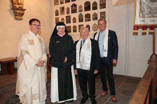Dekan Rainer Büchel, Äbtissin Hildegard Brem, Bruderschaftsmeister KR Günter Vonblon und sein Vorgänger KR Hermann Metzler. AME