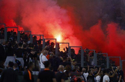 Der Irrsinn von Marseille: Die Fans von Olympique und Galatasaray Istanbul beschossen sich mit Bengalos.reu