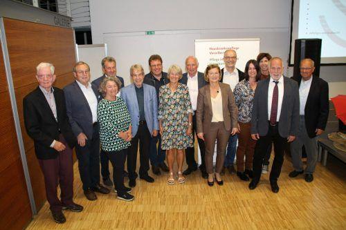 Der neu gewählte Vorstand des Landesverbands Hauskrankenpflege Vorarlberg nimmt Aufstellung – und die Aufgaben in Angriff.Heilmann