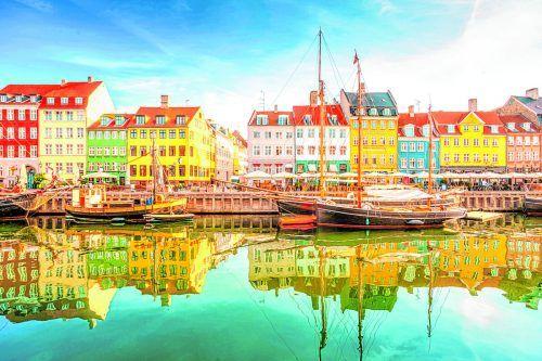 Der Stadtteil Nyhavn gehört mit den buten Häusern zu den Hightlights von Kopenhagen.