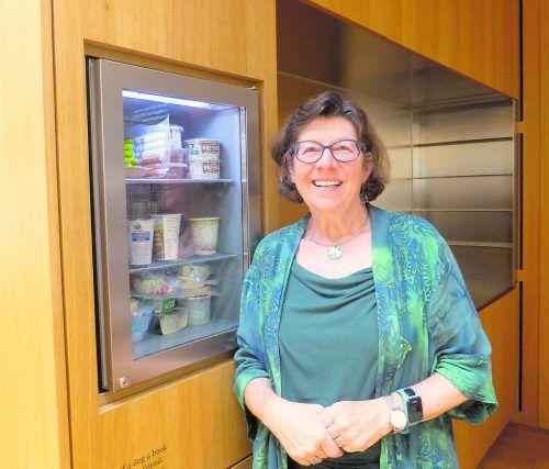 """Die Initiatorin des """"Offenen Kühlschranks"""" Ingrid Benedikt freut sich auf die Drei-Jahres-Feier am 19. Oktober in der Dornbirner Stadtbibliothek."""