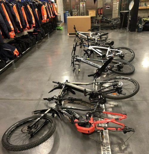 Die Kantonspolizei hortet die gestohlenen Fahrräder und E-Bikes. kapo