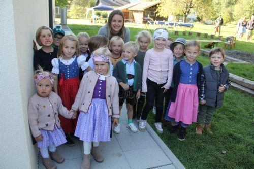 Die Kinder zogen sich zur Eröffnung des Naturkindergartens Gauenstein extra schick an.STR
