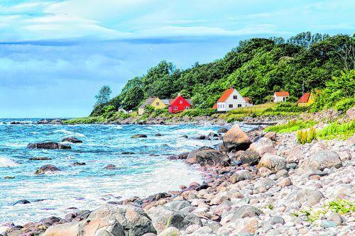 Die Küste von Bornholm mit den typisch dänischen Häusern.Shutterstock (4)