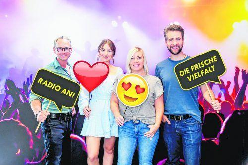 Die Moderatoren Martin Veith, Nina Früh, Sandra Tasek und Bernd Tomaselli bringen neue Musik ins Programm von Antenne Vorarlberg.