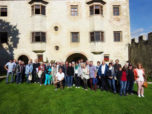 Die Musikfreunde vom Seniorenbund hier beim Gruppenfoto vor dem Dom in Brixen.Vorarlberger Seniorenbund
