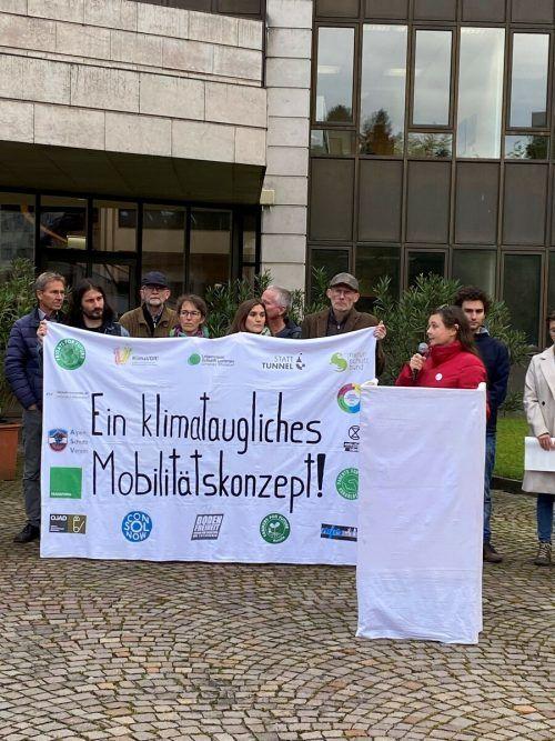 Die Petition wurde am Freitag von einigen Landespolitikern entgegengenommen.VN/MIH