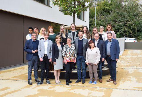 Die politischen Vertreter freuten sich mit dem Pädagogenteam über die ofizielle Eröffnung des neuen Campus in Bings.Stadt