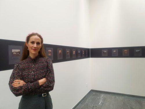 Die Schriftstellerin Verena Roßbacher in der Ausstellung im BTV Stadtforum INN SITU in Innsbruck. sorko