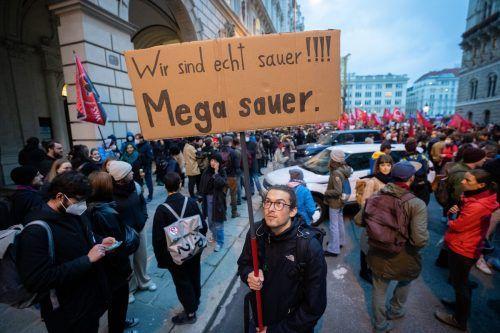Die Sozialistische Jugend demonstrierte am Donnerstag vor der ÖVP-Zentrale in Wien.APA