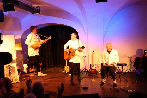 """""""Dr. Love"""" Stefan Beer, """"MC Katz"""" Daniel Ammann und """"Barba Sakko"""" Bernhard Wiederin in lustvoller Aktion. Meusburger"""