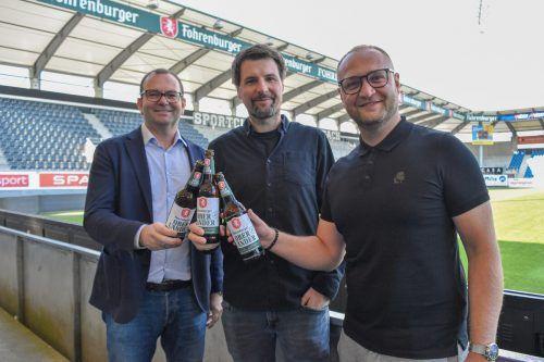 Ein Prost auf die Partnerschaft: Christoph Längle, Thomas Theurer und Juka Nakic (v. l.).scra