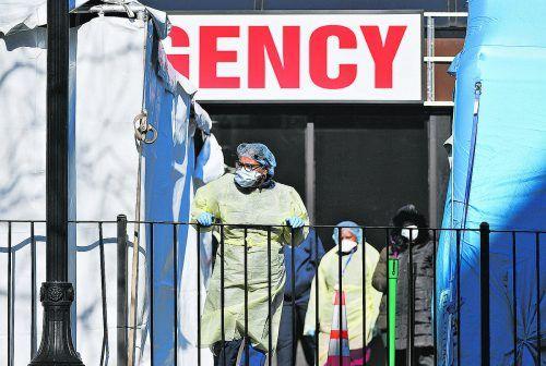 Einem Bericht zufolge hat die britische Regierung zu Beginn der Coronapandemie schwere Fehler gemacht.AFP