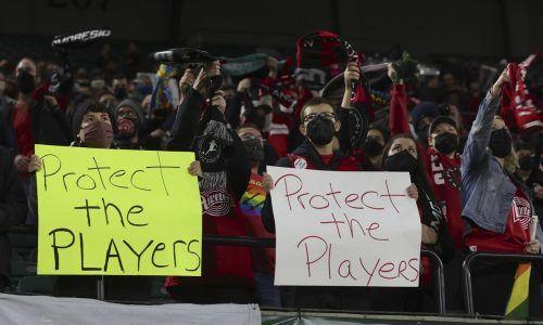 Fans des Frauenfußballs in den USA stellten beim Match zwischen den Portland Thorns und den Houston Dash klar, wofür sie stehen.ap