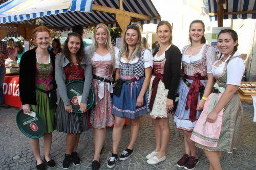 Für die Bedienung der Gäste waren die Mädchen der Landjugend verantwortlich.STR