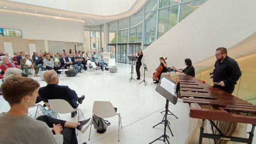 Héléna Macherel, Maria González Badenes, Umutcan Aksoy und Philipp Roman präsentierten temperamentvolle lateinamerikanische Rhythmen. HE