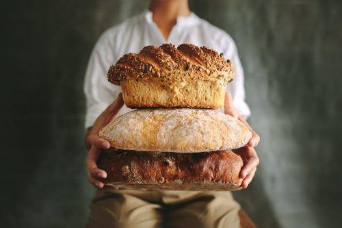 In den Bäckereien stapeln sich die verschiedensten Brotsorten. Da hat man tatsächlich die Qual der Wahl.Shutterstock