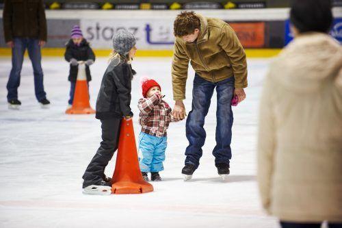 In der Rheinhalle dürfen ab kommendem Montag wieder Eislauffreunde ihre Runden drehen.