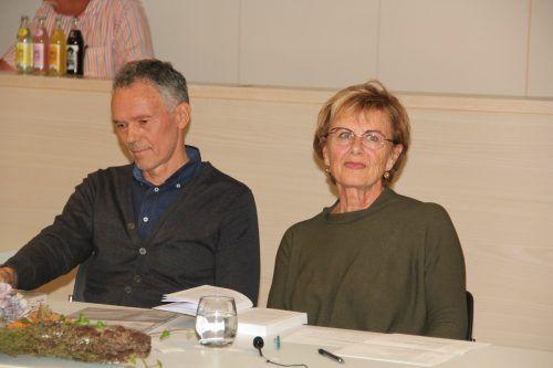 Karl Johann Müller und Renate Neve präsentierten die erste Geschichte des Buches.STR
