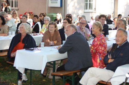 Landesrätin Katharina Wiesflecker (links im Bild) hatte sich ebenso wie Hunderte Festgäste zur Jubiläumsfeier des KPV Rankweil-Übersaxen eingefunden.