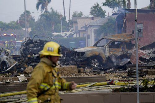 Mindestens zwei Häuser seien bei dem Absturz zerstört worden. ap