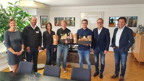 Österreichs Zivildiener des Jahres kommen beide aus Hohenems und wurden jetzt im Rathaus beschenkt.Stadt