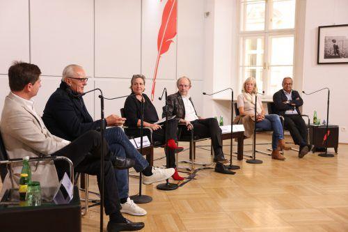 Sehen Reformbedarf (v.l.): Maximilian Dasch, Peter Lammerhuber, Moderatorin Kraus, Eugen Russ, Cathrin Kahlweit, Andy Kaltenbrunner.Schiffl