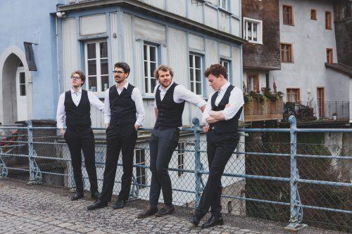 Vier Männerstimmen beeindrucken mit vollem Klang und vielfältigem Repertoire. five gold rings