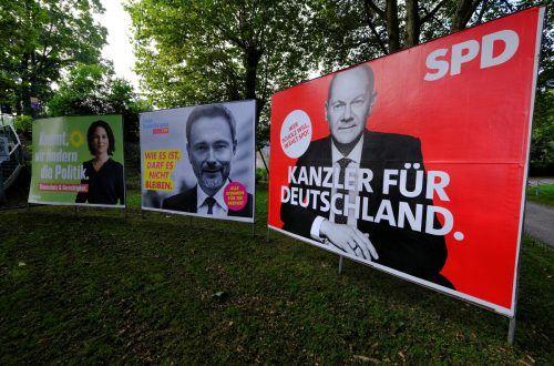 Wahlplakate von Grünen, FDP und SPD in Bonn: Ob es zur Ampel kommt, steht noch nicht fest. reuters