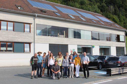 Zahlreiche Aktionäre der ersten Stunde fanden sich beim Thüringerberger Gemeindezentrum ein und informierten sich über die PV-Anlagen im Biosphärenpark. Privat